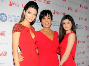 Kendall Jenner (l), Kris (c), Kylie (r)