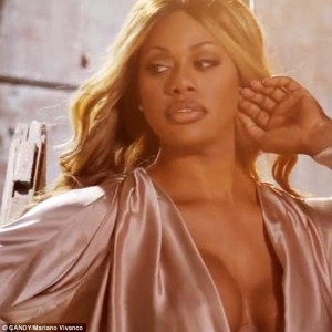 24135E4F00000578-2875543-Cover_model_Laverne_Cox_is_shown_posing_for_the_cover_of_transve-a-1_1418892450712