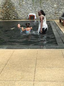 , Christmas With A Megastar! Beyonce Kicks Back in Thailand!