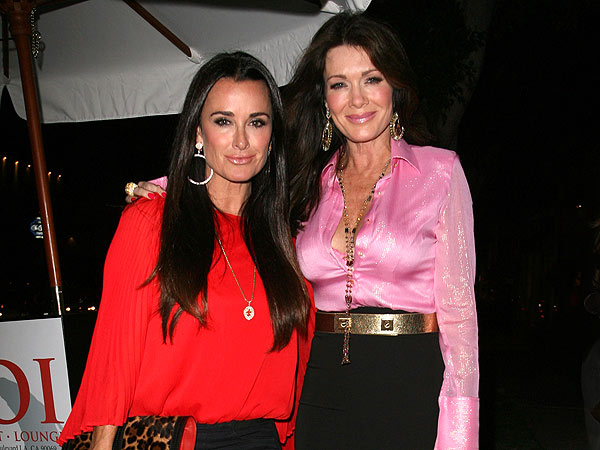 """, The Real """"Mean Girls"""" of Beverly Hills? Lisa Vanderpump & Kyle Richards come for Caitlyn Jenner?!"""
