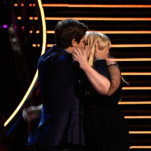 rebel-wilson-and-adam-levine-share-a-kiss-on-stage-at-mtv-movie-awards-2016-1460359022-custom-0