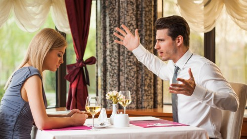 image-couple-at-restaurant-anger-fighting-in-public-1024x576