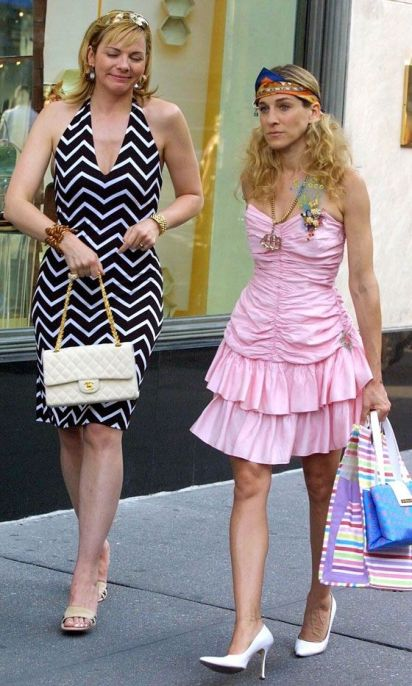 Carrie Bradshaw with friend Samantha Jones
